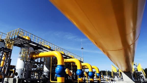 utilites-gas-distribution-compressoer-station-pipeline